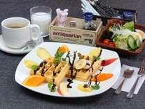 選べる朝食。SNSにアップしたいと女性に人気!味も◎なアメリカンワッフルセット。