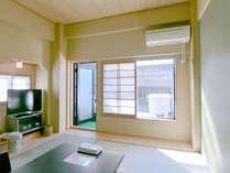 ・(203号室/白浜駅側角部屋)お部屋から展望風呂に繋がっています