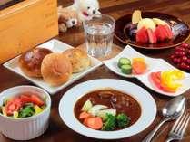 【選べる夕食-全体】ビーフシチュー/パン/サラダ/デザート