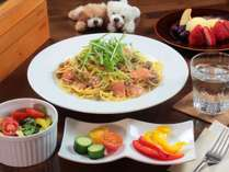 【選べる夕食-全体】信州サーモンのクリームパスタ/サラダ/デザート