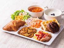 ◆盛り付け例◆パンやワッフルを中心にサラダで彩りUP!焼きそばやスープ、ヨーグルトもお好みで!