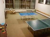 地下には広い卓球場