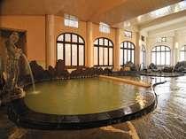 3つの源泉が注ぐ湯量豊富な千人風呂に、ね湯が登場よりゆっくりとお寛ぎ頂けます。大好評