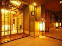 食事処、千曲入口奥、広間2つ、合わせて45名までゆたっりと宴会可能。