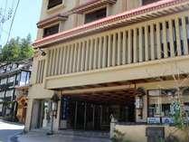 【外観】常盤屋旅館左側に外湯「大湯」があります