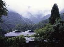 箱根外輪山に囲まれた自然豊かな奥湯河原温泉