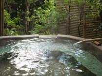 ■とろりと滑らかな湯はほんのり甘い香り。薬湯・美肌の湯として有名です