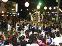 ■神輿が町を踊り歩くやっさ祭りは湯河原温泉の最大のイベントです