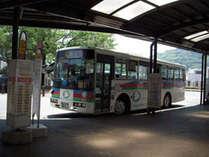 ■湯河原駅改札出てすぐ左側(2番乗り場)に奥湯河原行きのバス停がございます