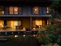 ■露天風呂付客室の夕景の様子