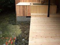 ■2階にも池があるのは海石榴ならでは。2階露天風呂付客室のお部屋からは池の鯉がご覧いただけます