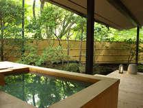 【和洋室露天風呂付 70平米】客室露天風呂は、お部屋によって雰囲気は様々。