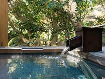 【露天風呂付和洋室 都鳥】客室露天風呂でいつでも自由に温泉をお楽しみください。