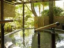 ■ご婦人用露天風呂では、せせらぎを背音に奥湯河原・海石榴ならではの風情をお楽しみいただけます