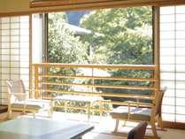 【和室2間50平米】池庭を囲むように建つ本館の1階と2階に位置しお部屋によって眺望が異なります。