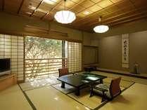 【和洋室70平米】窓から箱根外輪山を一望。季節ごとに変化していく表情が楽しめます。