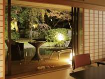 【和洋室露天風呂付70平米】池泉を眺めながらごゆっくりお寛ぎいただけます。(一例)
