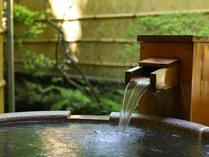 とろりと滑らかな湯はほんのり甘い香り。薬湯・美肌の湯として有名です