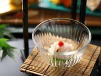 2018【夏の懐石】先付/瀬戸内産 湯引鱧と白瓜の天盛り梅肉
