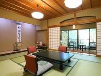 【本館】露天風呂付和洋室70平米(石風呂)室内一例