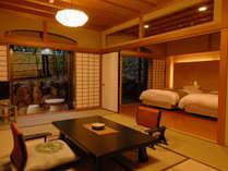 【本館】露天風呂付和洋室70平米(石風呂)室内一例・夜