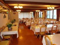 清潔で広いレストランから、北アルプスが一望!!