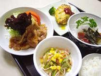 *バランスのとれたボリューム十分の料理をお楽しみ下さい!(夕食一例)