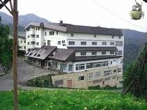 *志賀高原のど真ん中!大自然の中に佇む岩菅ホテル。