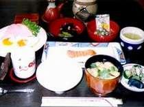 【朝食一例】焼き物のあしらえの(ゆべし)寒い地方の保存食です。これも手前どもで作りました。