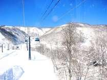 スキー場へは徒歩7分の好立地♪ウィンタースポーツをお楽しみください!