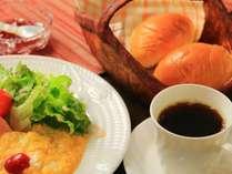 和食と洋食の日替わりの朝食。