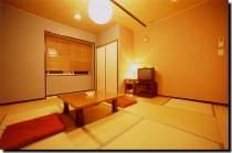 ゆったりとした8畳の和室