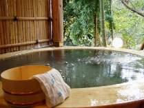 湯量豊富な貸切露天風呂