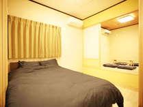 ・101号室:ダブルベッド1台の寝室