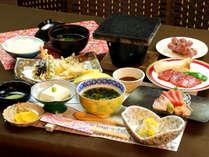 地域の食材と季節のお料理を手作りにてお届け。