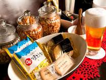 デラックスフロア予約者限定ラウンジ。北海道に拘ったお酒や銘菓をご用意しています。