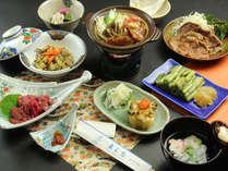 地元食材、自家製食材をふんだんに使用した夕食の一例「きのこ鍋と信州郷土料理」です。