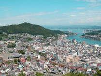 尾道へお立ち寄りの際は、当館が便利です。(千光寺から見た尾道市)