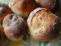 自家製パンの朝食