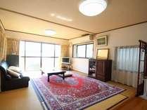 1階10畳/トイレ、洗面、冷蔵庫(2ドア、空)、給油ポット、エアコン付き