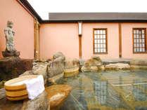 *大町温泉郷は葛温泉が源泉。湯量豊富な温泉を露天風呂でお愉しみください。