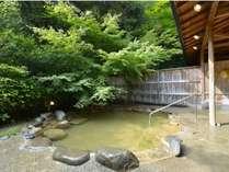 四季折々の自然に囲まれた、野趣あふれる解放感いっぱいの野天風呂です。