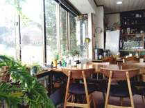 眺めのよい食堂2018年年末に食堂の椅子を一新しました♪