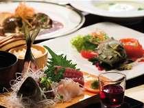 お肉がメインの洋食コースの後にお刺身や天ぷらなどの和食膳が付く和洋折衷コース、洋食と和食を一度に