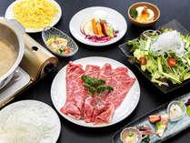 【島野菜と牛テールしゃぶしゃぶ】旬野菜と玉ねぎが、牛をより引き立てます!