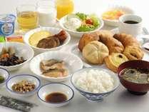 【和洋バイキング】人気の焼き立てパンに和食も加わりさらに内容充実!