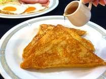 洋朝食/お客様に大好評のフレンチトースト。シロップをたっぷりかけてどうぞ