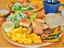 地元野菜をふんだんに使った手作り朝食です