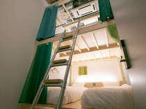 プライベート4名部屋:プロジェクター付き、臨場感溢れる防音部屋