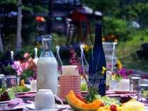 天気が良ければ外のテラスで朝食を♪
